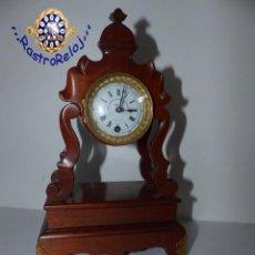 Relojes de carga manual: ,PEQUEÑO PORTICO DE SOBREMESA,,,CAJA DE CAOBA,,, MAQUINA 8 DIAS A VOLANTE,,,. Lote 236678955