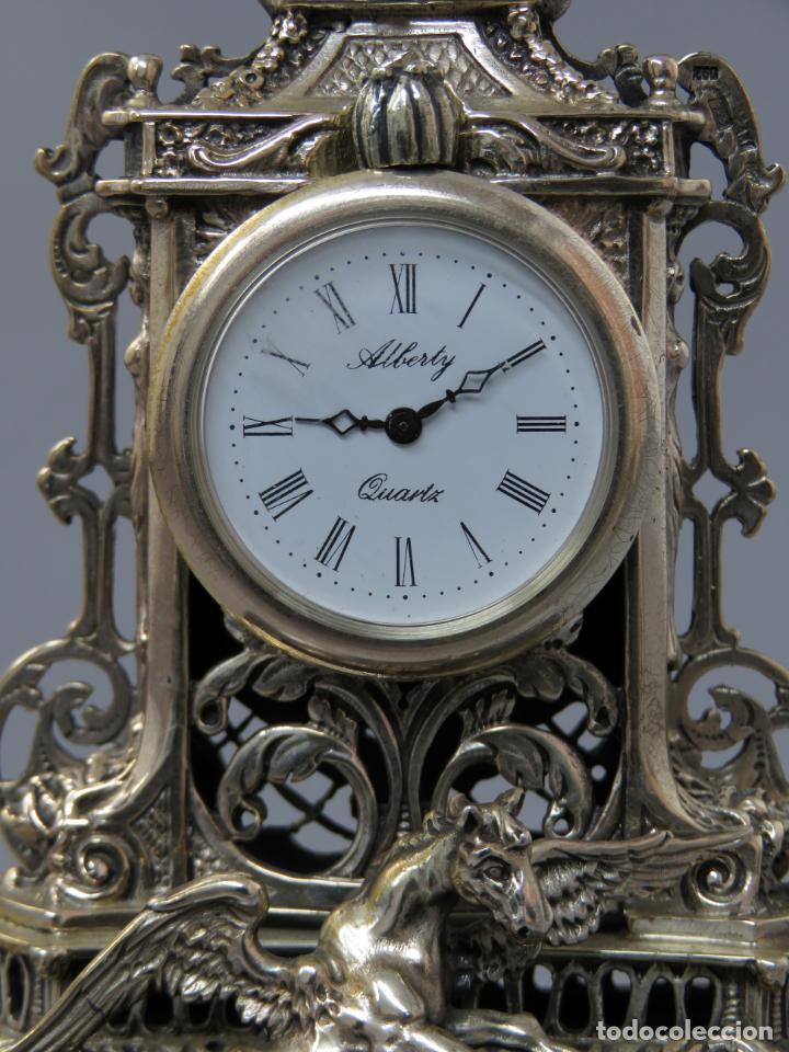 Relojes de carga manual: Reloj de plata de la casa Alberty con base de mármol negro pisapapeles siglo XX - Foto 3 - 237676635