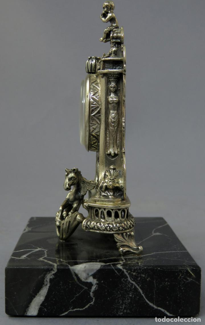 Relojes de carga manual: Reloj de plata de la casa Alberty con base de mármol negro pisapapeles siglo XX - Foto 6 - 237676635