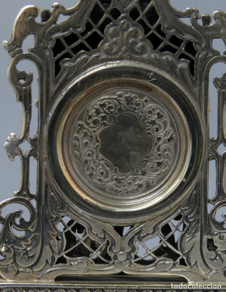 Relojes de carga manual: Reloj de plata de la casa Alberty con base de mármol negro pisapapeles siglo XX - Foto 8 - 237676635