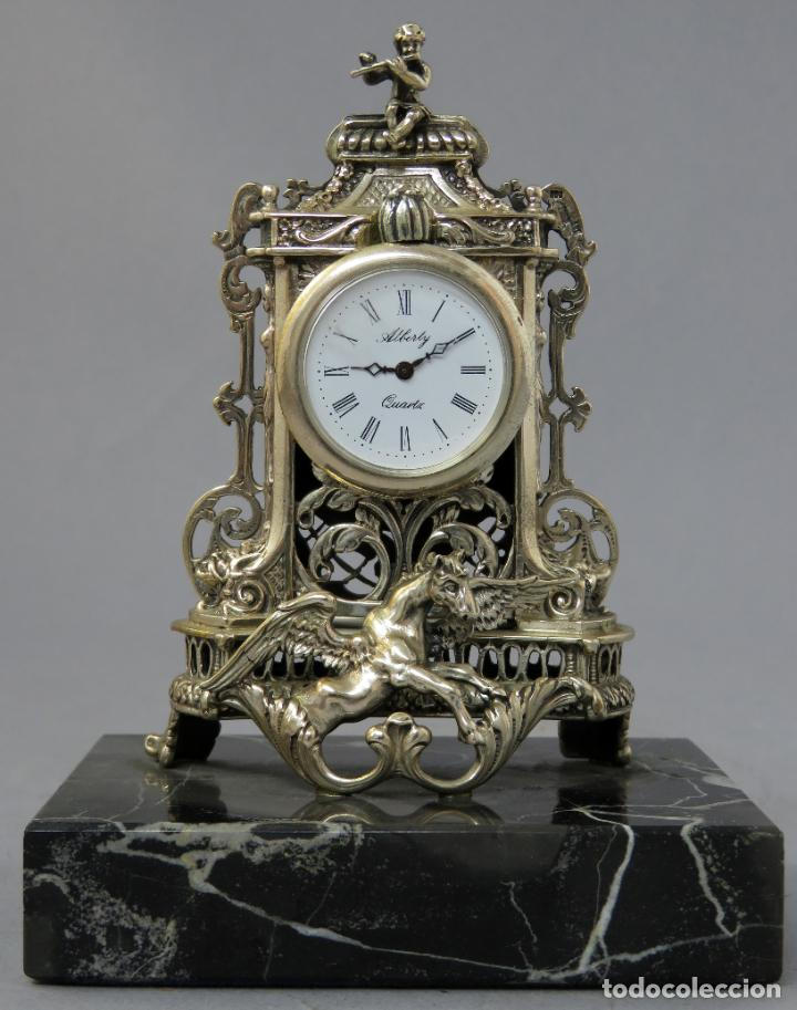 RELOJ DE PLATA DE LA CASA ALBERTY CON BASE DE MÁRMOL NEGRO PISAPAPELES SIGLO XX (Relojes - Sobremesa Carga Manual)
