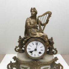 Horloges à remontage manuel: RELOJ FRANCES DE SOBREMESA, MÁRMOL, CALAMINA Y LATÓN DORADO, MAQUINA PARIS. Lote 238330955