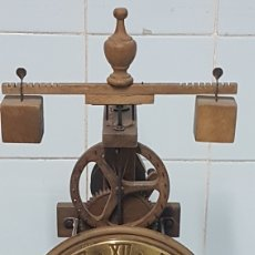 Relojes de carga manual: RELOJ DE MADERA MEDIEVAL ARDAVIN. Lote 239515735