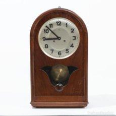 Relojes de carga manual: RELOJ DE MESA EN MADERA Y CON PÉNDULO MARCA JUNGHANS - 60*33*17CM. Lote 240190290