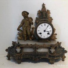 Relojes de carga manual: ANTIGUO RELOJ DE SOBREMESA DE CALAMINA PARA RESTAURAR.. Lote 242045645