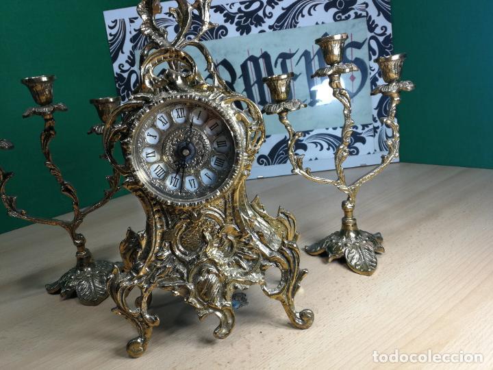 Relojes de carga manual: Bello conjunto de reloj de bronce y dos candelabros de bronce, maquinaria nueva puesta hace 1 año - Foto 3 - 242426990