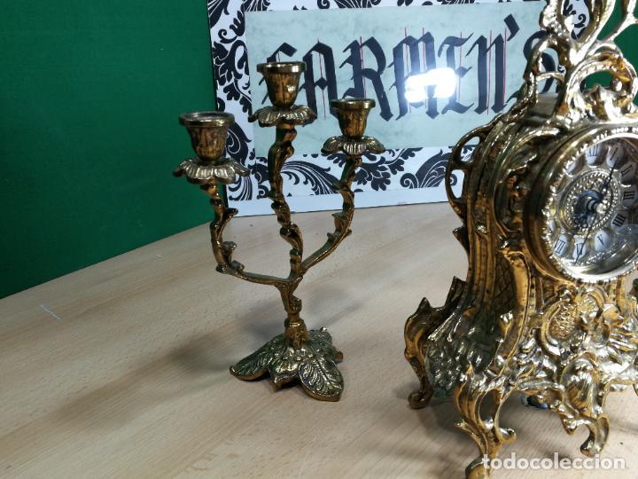Relojes de carga manual: Bello conjunto de reloj de bronce y dos candelabros de bronce, maquinaria nueva puesta hace 1 año - Foto 4 - 242426990