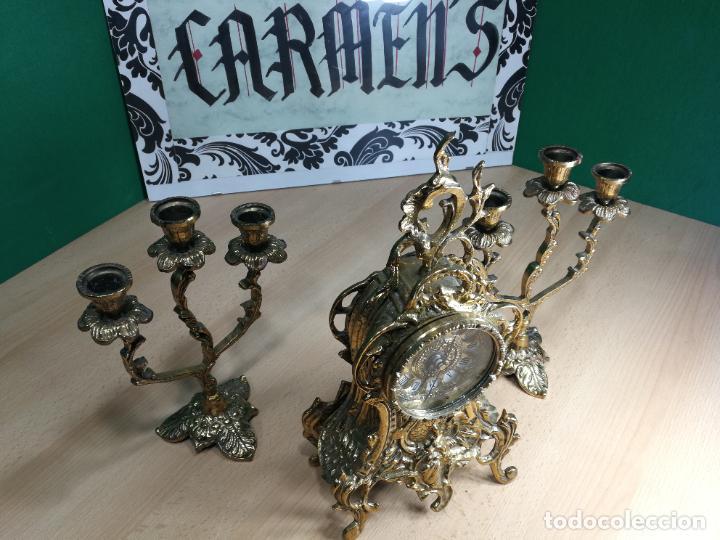 Relojes de carga manual: Bello conjunto de reloj de bronce y dos candelabros de bronce, maquinaria nueva puesta hace 1 año - Foto 5 - 242426990