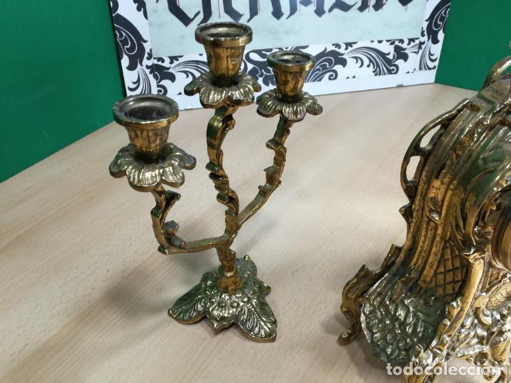 Relojes de carga manual: Bello conjunto de reloj de bronce y dos candelabros de bronce, maquinaria nueva puesta hace 1 año - Foto 7 - 242426990