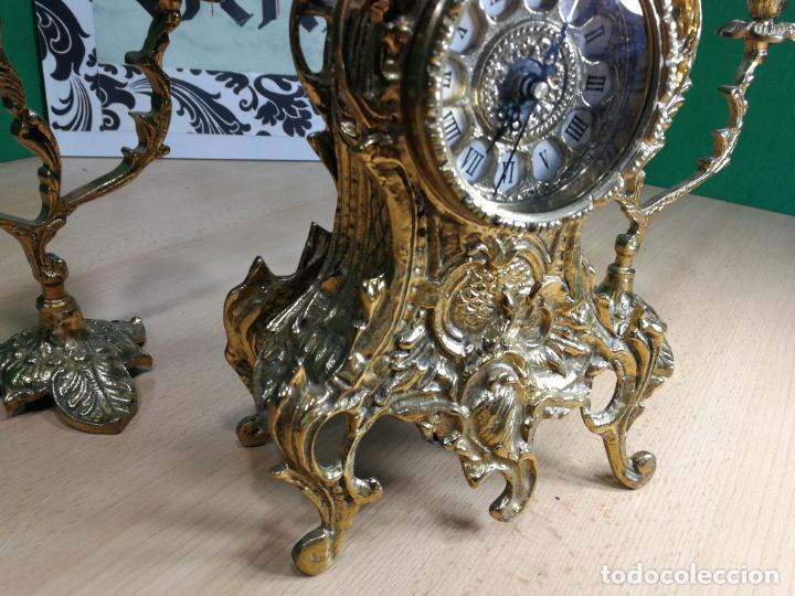 Relojes de carga manual: Bello conjunto de reloj de bronce y dos candelabros de bronce, maquinaria nueva puesta hace 1 año - Foto 9 - 242426990