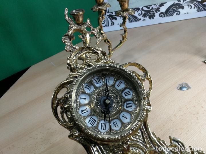 Relojes de carga manual: Bello conjunto de reloj de bronce y dos candelabros de bronce, maquinaria nueva puesta hace 1 año - Foto 11 - 242426990