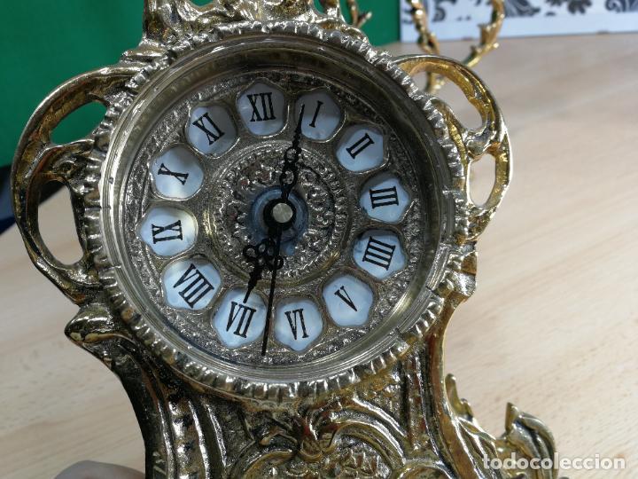 Relojes de carga manual: Bello conjunto de reloj de bronce y dos candelabros de bronce, maquinaria nueva puesta hace 1 año - Foto 12 - 242426990