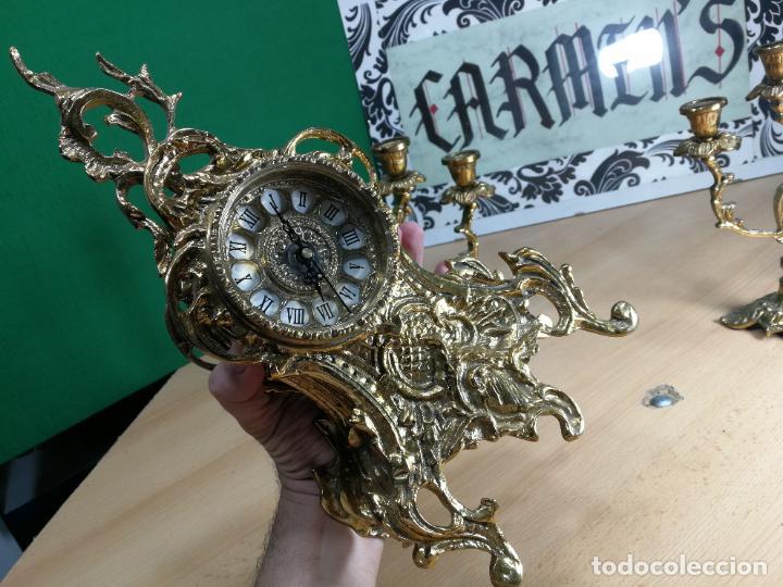 Relojes de carga manual: Bello conjunto de reloj de bronce y dos candelabros de bronce, maquinaria nueva puesta hace 1 año - Foto 13 - 242426990