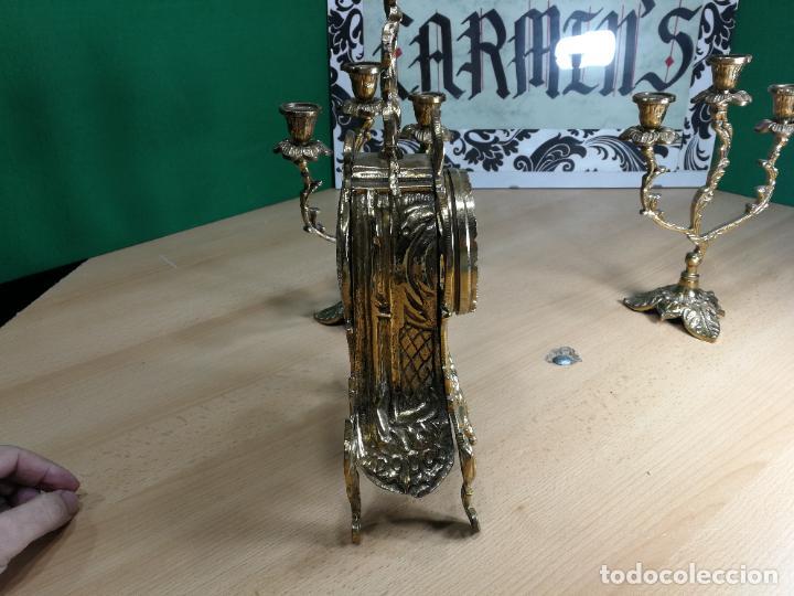 Relojes de carga manual: Bello conjunto de reloj de bronce y dos candelabros de bronce, maquinaria nueva puesta hace 1 año - Foto 14 - 242426990