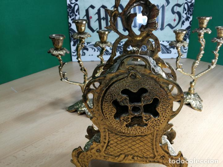 Relojes de carga manual: Bello conjunto de reloj de bronce y dos candelabros de bronce, maquinaria nueva puesta hace 1 año - Foto 20 - 242426990