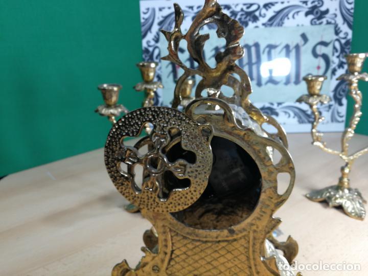 Relojes de carga manual: Bello conjunto de reloj de bronce y dos candelabros de bronce, maquinaria nueva puesta hace 1 año - Foto 26 - 242426990