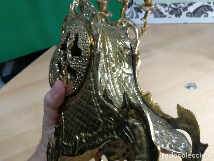 Relojes de carga manual: Bello conjunto de reloj de bronce y dos candelabros de bronce, maquinaria nueva puesta hace 1 año - Foto 31 - 242426990
