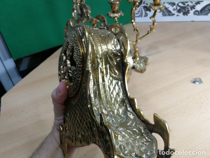 Relojes de carga manual: Bello conjunto de reloj de bronce y dos candelabros de bronce, maquinaria nueva puesta hace 1 año - Foto 32 - 242426990