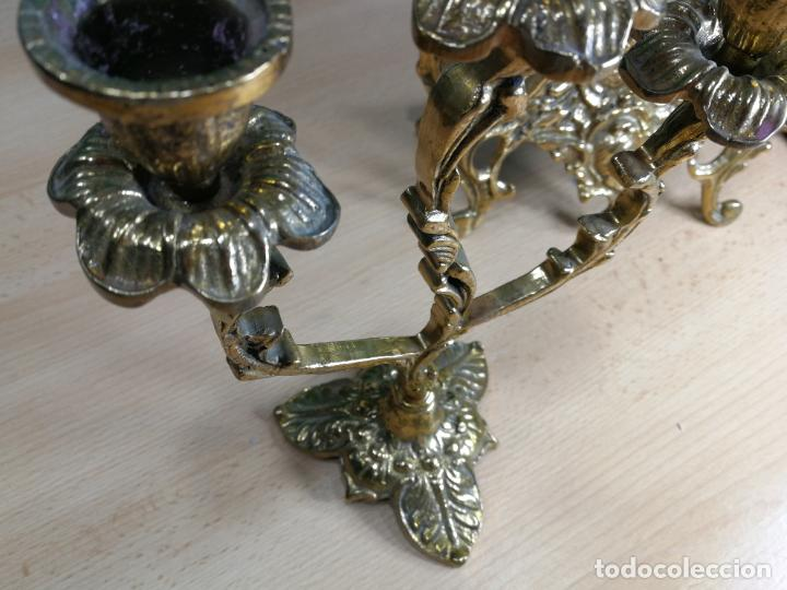 Relojes de carga manual: Bello conjunto de reloj de bronce y dos candelabros de bronce, maquinaria nueva puesta hace 1 año - Foto 44 - 242426990