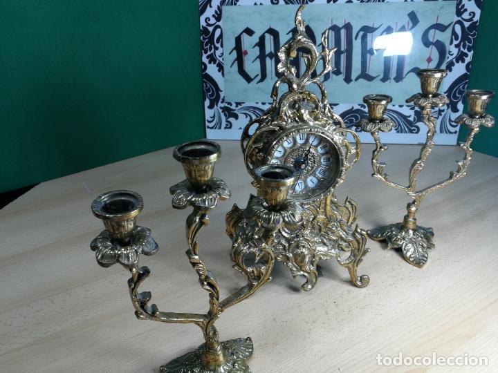 Relojes de carga manual: Bello conjunto de reloj de bronce y dos candelabros de bronce, maquinaria nueva puesta hace 1 año - Foto 50 - 242426990