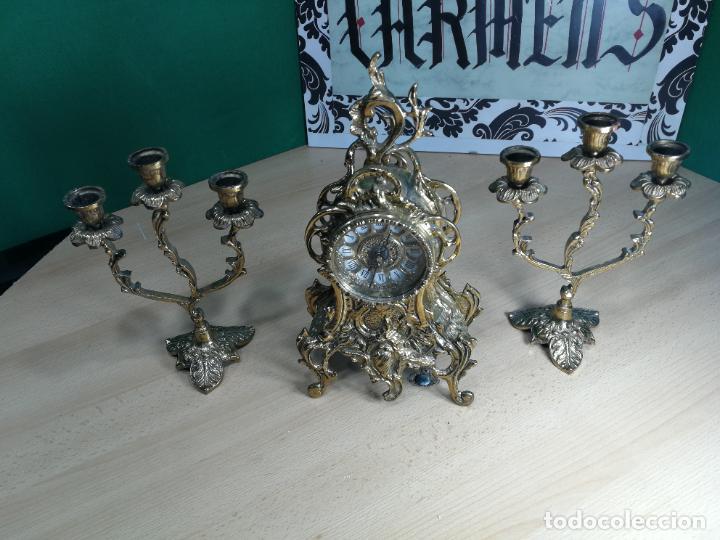 Relojes de carga manual: Bello conjunto de reloj de bronce y dos candelabros de bronce, maquinaria nueva puesta hace 1 año - Foto 51 - 242426990