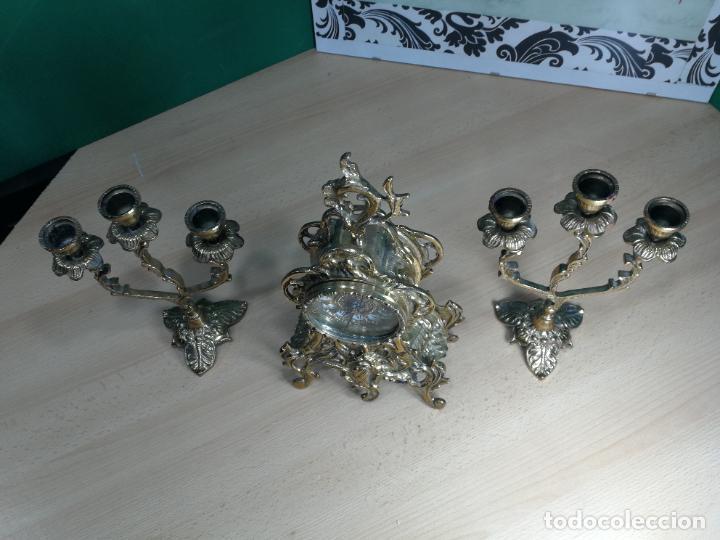 Relojes de carga manual: Bello conjunto de reloj de bronce y dos candelabros de bronce, maquinaria nueva puesta hace 1 año - Foto 52 - 242426990