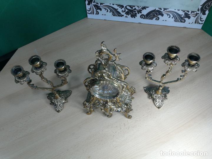 Relojes de carga manual: Bello conjunto de reloj de bronce y dos candelabros de bronce, maquinaria nueva puesta hace 1 año - Foto 53 - 242426990