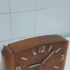 Relojes de carga manual: RELOJ CUERDA CAJA MADERA ART-DECÓ. Lote 242863645