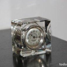 Relojes de carga manual: ANTIGUO RELOJ DE SOBREMESA PUBLICITARIO DE CRISTAL. Lote 243227780