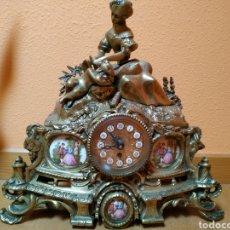 Relojes de carga manual: RELOJ ANTIGUO CON CANDELABROS, GUARNICIONES, LUIS XVI, ISABELINO. Lote 245411140
