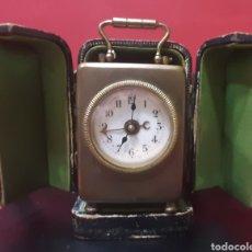 Relojes de carga manual: ANTIGUO RELOJ DESPERTADOR DE VIAJE FRANCÉS EN SU ESTUCHE.. Lote 245648750