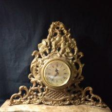 Relojes de carga manual: RELOJ DE SOBRE MESA ,BASE DE MÁRMOL Y BRONCE ,NUMERACIÓN ROMANA ,. Lote 248361350