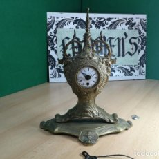Relojes de carga manual: ANTIQUISIMO RELOJ DE SOBREMESA DE CUERDA DE METAL BRONCE. Lote 249011125