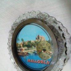 Relojes de carga manual: BONITO RELOJ DE MALLORCA DE CRISTAL ESPEJO Y LUCES ROJAS. Lote 254541660