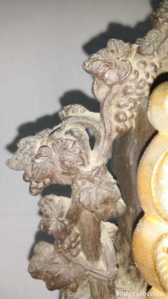 Relojes de carga manual: Fantástico reloj de sobremesa -muy antiguo- en bronce, calamina y peanas de madera - Foto 7 - 260282865