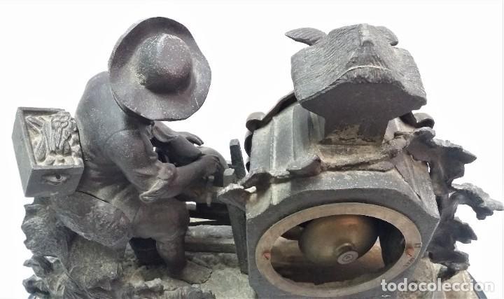 Relojes de carga manual: Fantástico reloj de sobremesa -muy antiguo- en bronce, calamina y peanas de madera - Foto 13 - 260282865