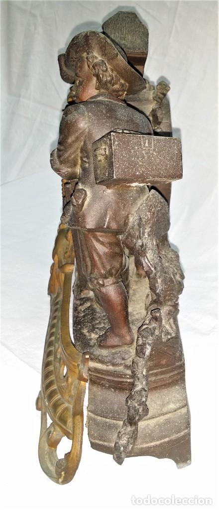Relojes de carga manual: Fantástico reloj de sobremesa -muy antiguo- en bronce, calamina y peanas de madera - Foto 24 - 260282865