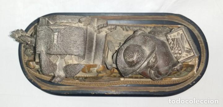 Relojes de carga manual: Fantástico reloj de sobremesa -muy antiguo- en bronce, calamina y peanas de madera - Foto 35 - 260282865