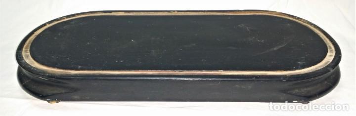 Relojes de carga manual: Fantástico reloj de sobremesa -muy antiguo- en bronce, calamina y peanas de madera - Foto 37 - 260282865