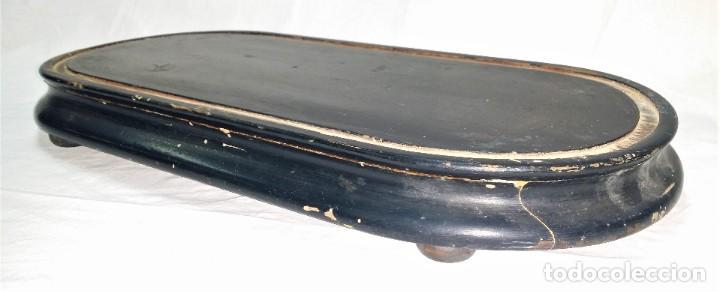 Relojes de carga manual: Fantástico reloj de sobremesa -muy antiguo- en bronce, calamina y peanas de madera - Foto 40 - 260282865