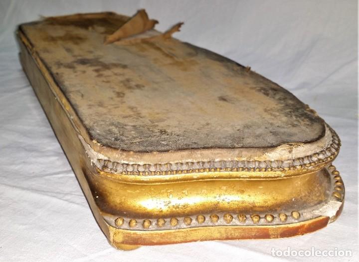 Relojes de carga manual: Fantástico reloj de sobremesa -muy antiguo- en bronce, calamina y peanas de madera - Foto 52 - 260282865