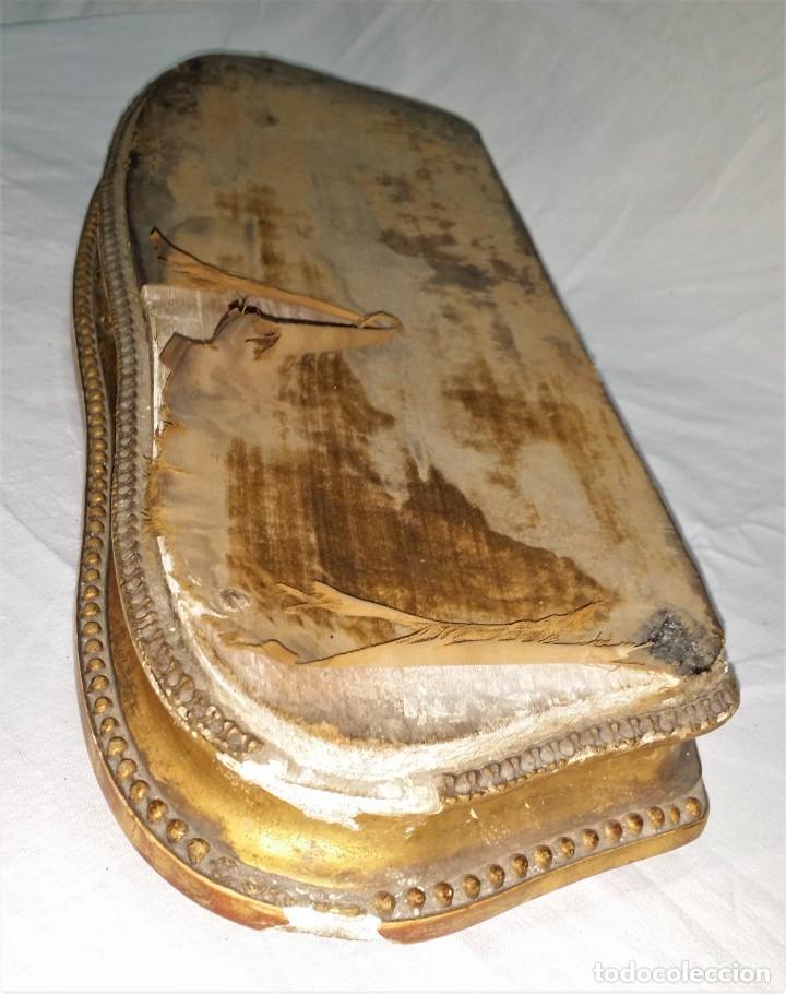 Relojes de carga manual: Fantástico reloj de sobremesa -muy antiguo- en bronce, calamina y peanas de madera - Foto 54 - 260282865