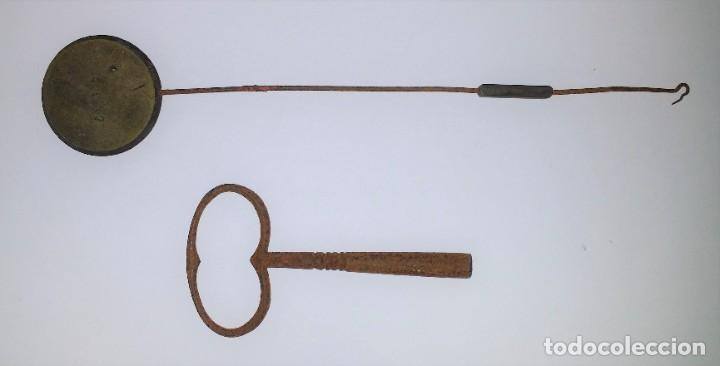 Relojes de carga manual: Fantástico reloj de sobremesa -muy antiguo- en bronce, calamina y peanas de madera - Foto 59 - 260282865