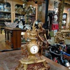 Relojes de carga manual: RELOJ EN SOBREMESA EN BRONCE, AÑOS 60. Lote 260319685