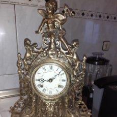 Relojes de carga manual: RELOJ DE SOBREMESA DE BRONCE, FUNCIONA.. Lote 262734115