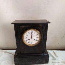 Horloges à remontage manuel: ANTIGUO RELOJ FRANCÉS MÁRMOL NEGRO SIGLO XIX. Lote 264723949