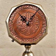 Relojes de carga manual: RELOJ DE MESA ARTESANAL - DIÁMETRO 24CM, ALTURA 16CM - BRONCE Y COBRE - DISEÑO EXCLUSIVO. Lote 265559539