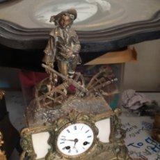 Horloges à remontage manuel: ANTIQUÍSIMO RELOJ FRANCÉS SIGLO XIX CALAMINA DORADA Y MÁRMOL. Lote 267405999