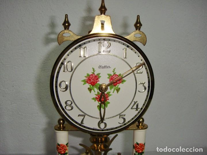 Relojes de carga manual: Antiguo Reloj de sobremesa Alemán. HALLER. Años 50. De cuerda. 400 días. Con fanal. - Foto 4 - 267644339