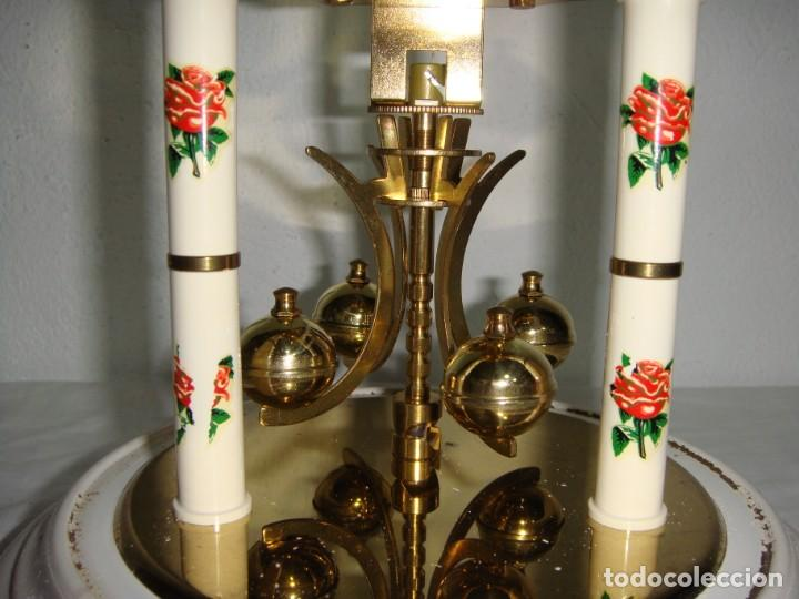 Relojes de carga manual: Antiguo Reloj de sobremesa Alemán. HALLER. Años 50. De cuerda. 400 días. Con fanal. - Foto 5 - 267644339